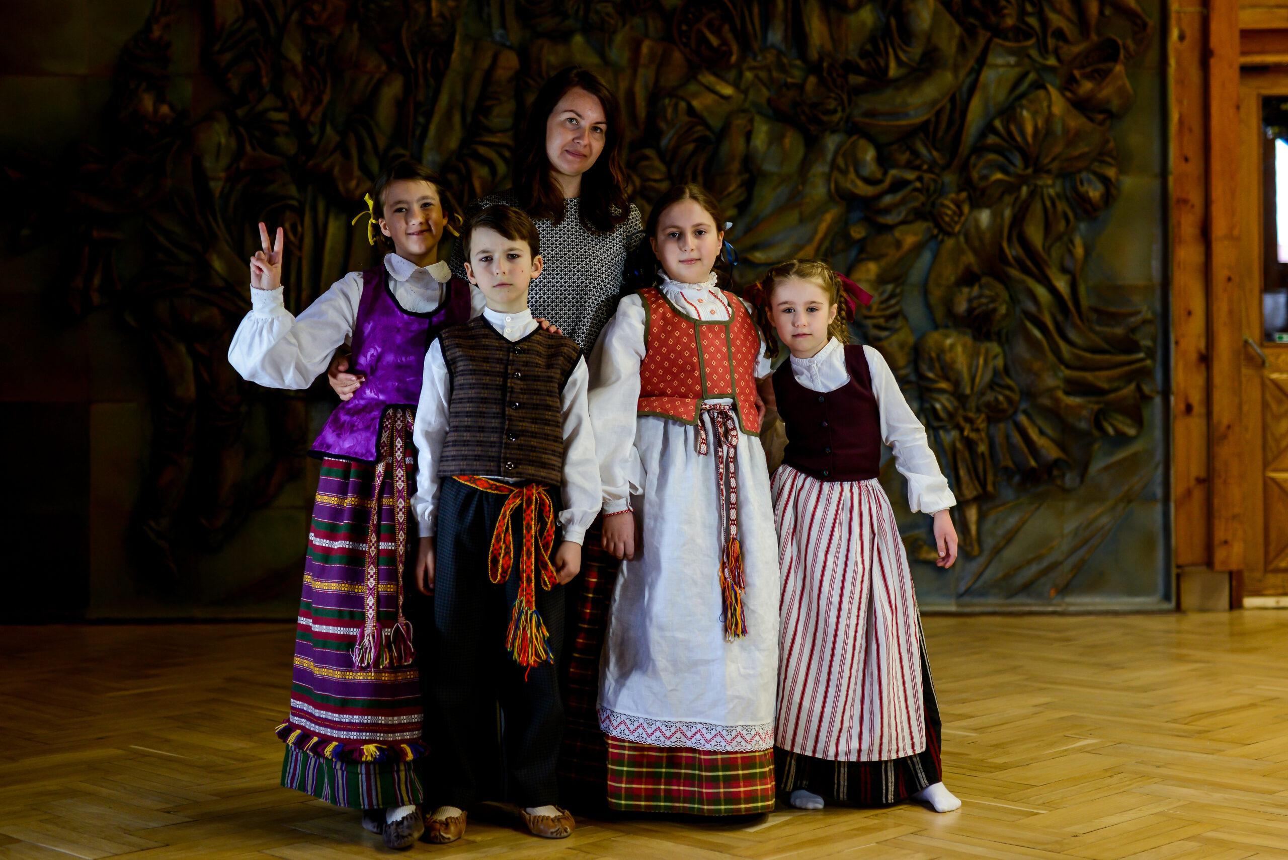 Sveikiname Elzę Šiškauskaitę, Tomą Ivanauskaitę, Medeiną ir Motiejų Kalinauskus